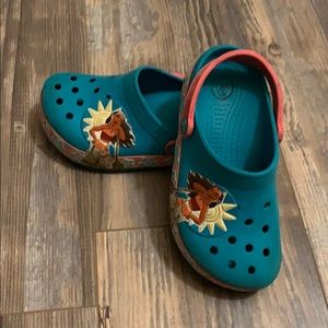 Girls Light up Moana crocs size 13